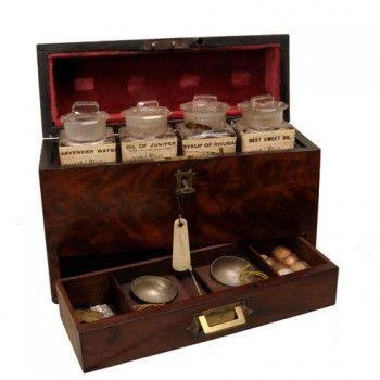21Medicine chest - van Leest 322002 Antiques (1)