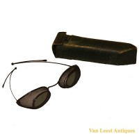 Protective wire screen Glasses - van Leest Antiques (2)