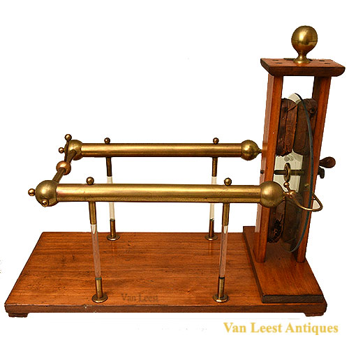 Maison Benevolo wintertype electrostatic machine - van Leest Antiques (1)